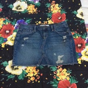 Women's skirt mini used size 10 there is wear v
